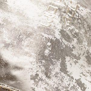כיסוי לחלה איכותי בצבע כסף עם פנינים ופאייטים.